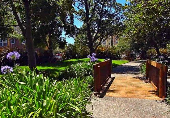Ньюарк, Калифорния: Hotel Grounds