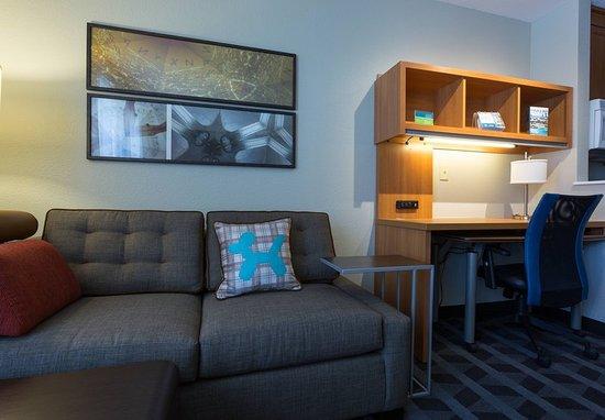 Sunnyvale, CA: Studio Suite - Sitting Area