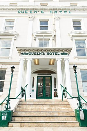 The Queens Hotel: Entrance