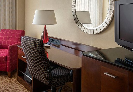 Ηστ Έλμχερστ, Νέα Υόρκη: Guest Room Work Desk
