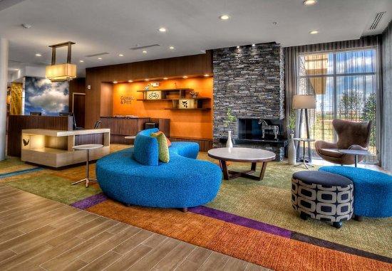 Yukon, OK: Lobby Sitting Area