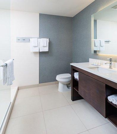 Niles, OH: Suite Bathroom
