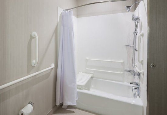 Shenandoah, TX: Accessible Guest Bathroom