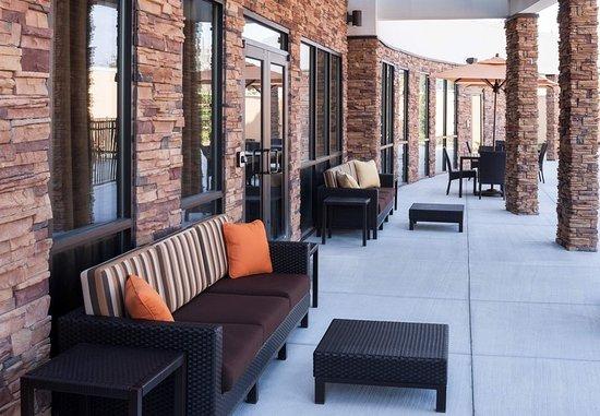 Shenandoah, TX: Outdoor Terrace