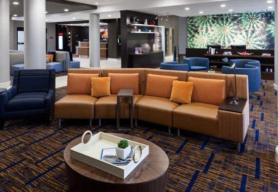 Shenandoah, TX: Lobby Seating Area