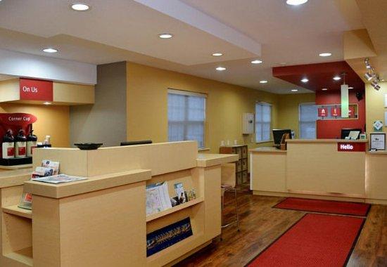 East Lansing, MI: Front Desk