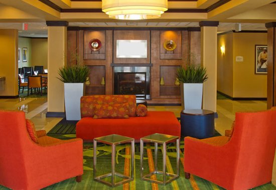 Fairfield Inn & Suites San Antonio Boerne: Lobby