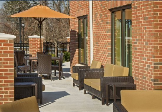 Glassboro, NJ : Outdoor Patio