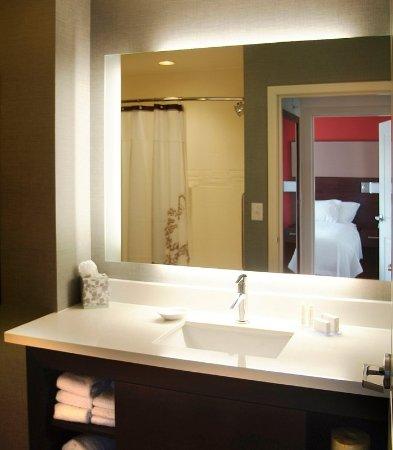 Largo, MD: Suite Bathroom