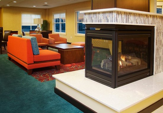 Largo, MD: Lobby Fireplace