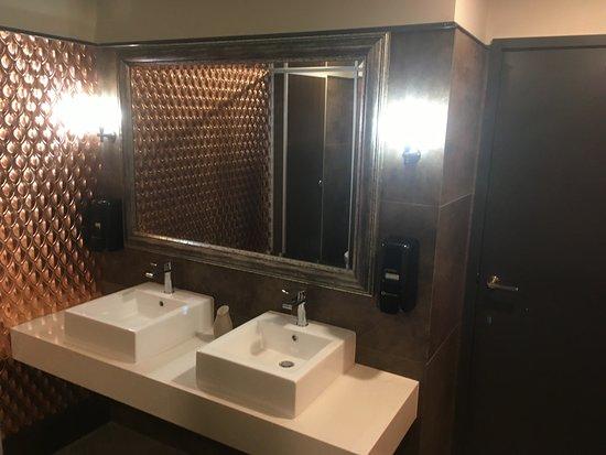 Little Savanna: Bathroom