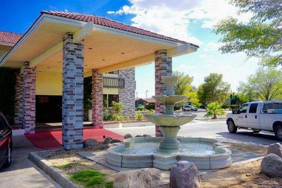 Ridgecrest, CA: Hotel exterior