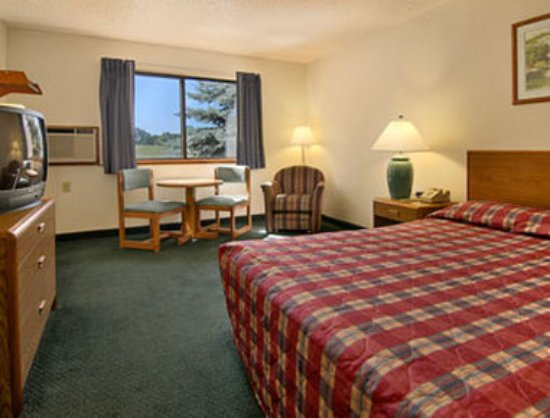 Houghton Lake, MI: Standard Queen Bed Room