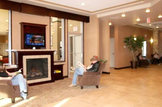 Hampton Inn & Suites Edmonton International Airport: Lobby