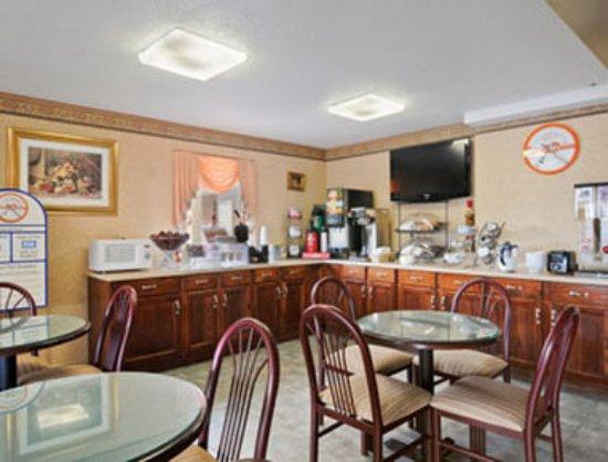 Howard Johnson Inn Aiken: Breakfast Area