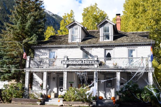 Silver Plume, Колорадо: Windsor Hotel decked out for Halloween