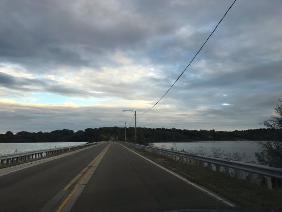 Danville, IL: road crossing the lake