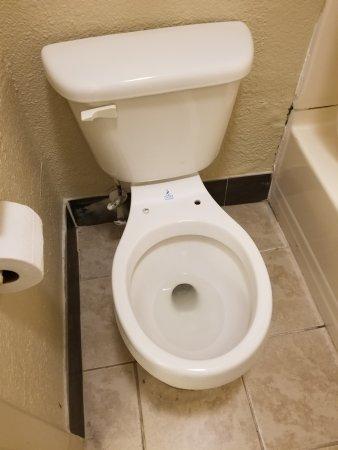 Days Inn Greensboro NC: No toilet seat