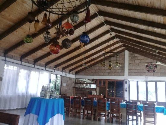 Hotel Xiadani Temazcal SPA: El restaurante y al fondo su cava