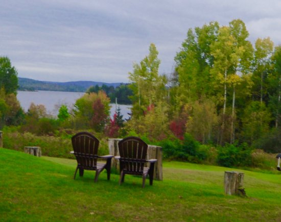 Pinewood Inn: Back of hotel views to the bay
