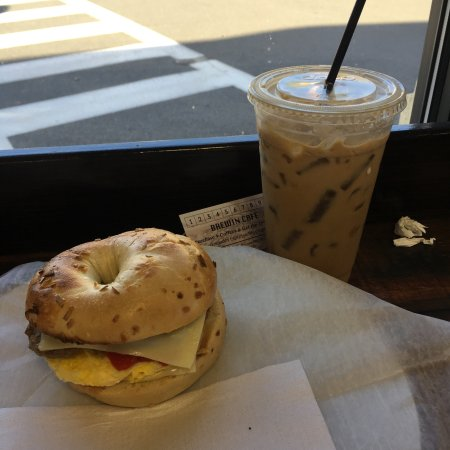 Radford, Wirginia: Tried this place out this morning and I was not disappointed. Coffee and onion bagel sandwich bo