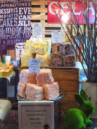 Miami, Australia: Gigantic lamingtons