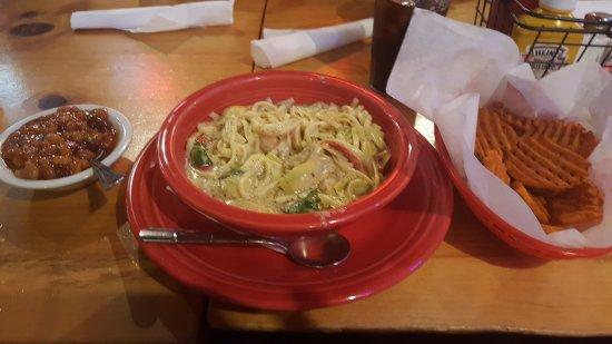 Onalaska, WI: Pesto Linguini with shrimp