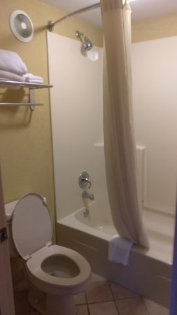 Swainsboro, GA: Restroom and Dressing Area