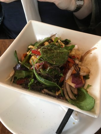 Palmerston North, New Zealand: Beef & Prawn Salad