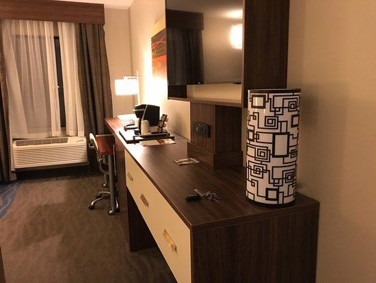 Holiday Inn Express: Dresser & tv in the room
