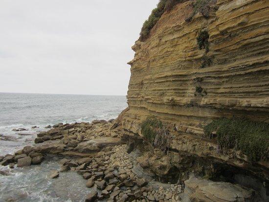 Sunset Cliffs Natural Park : climbing down the steps