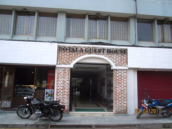 Potala Guest House: Entrance