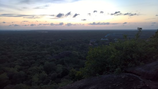 ‪‪Mihintale‬, سريلانكا: Sunset view from Rajagiri Lena‬