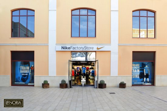 Parque Comercial La Noria Murcia Outlet Shopping  Nike Factory en la Noria 99b56cdd72d67