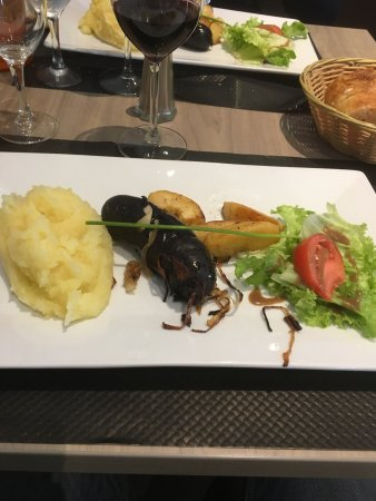 Tendance Medoc : Lentilles œuf poché /terrine de campagne /boudin purée et tarte pêches toujours super bon et ser