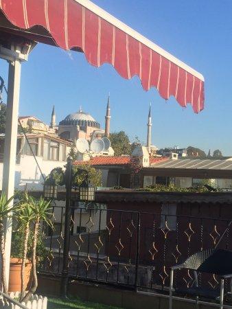 Angel's Home Hotel : Виды с террасы отеля, и улица на которой он находится