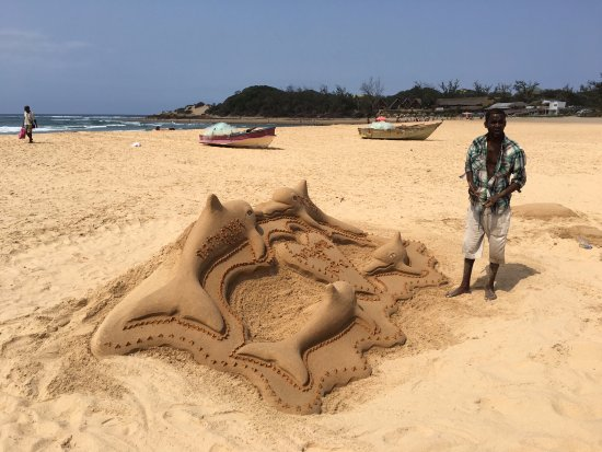 Tofo, Mozambique: Beach Art - a community project with local kids