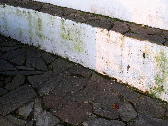 Bobia de Arriba, España: EXTERIORES DETERIORADOS