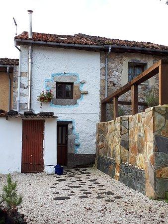 Bobia de Arriba, España: FACHADA ANCHO 3 METROS