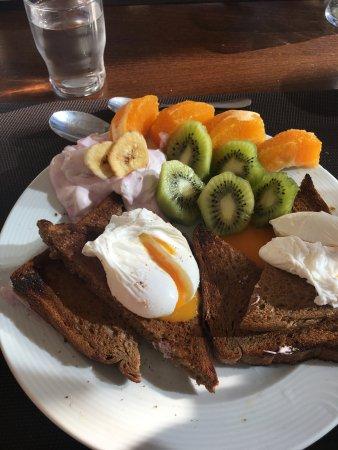 Ikaros Beach Resort & Spa: Il y a vraiment de quoi se faire des petits déjeuner complet avec le buffet
