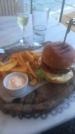 Ikaros Beach Resort & Spa: Le Délicieux Burger Angus