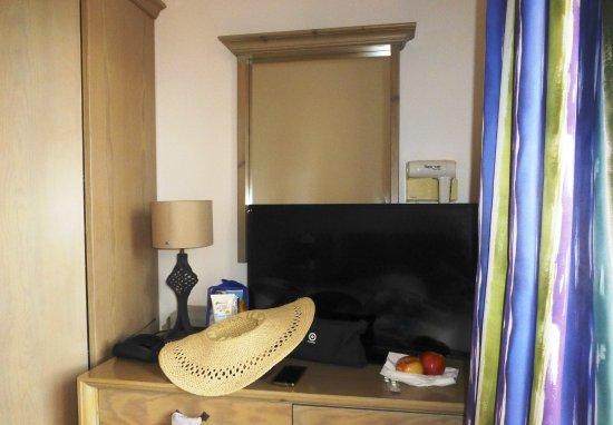 Vor dem spiegel Fernseher, dahinder der Föhn - geniale ...