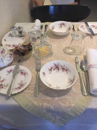 Leura, Australia: The Royal Albert breakfast dishes.😄🌸