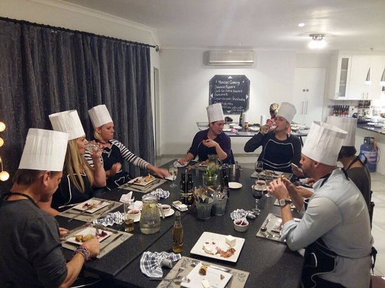 Durbanville, แอฟริกาใต้: 8 random people enjoying our Mexican starters, telling jokes & chatting