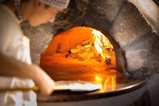 Njivice, Kroatia: Pizza from bread oven
