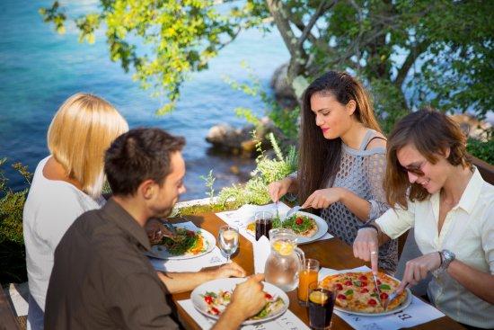 Njivice, Kroatia: Excellent food near the sea