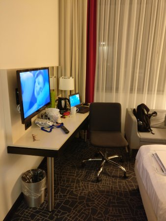 Park Inn by Radisson Amsterdam Airport Schiphol: TV and working area
