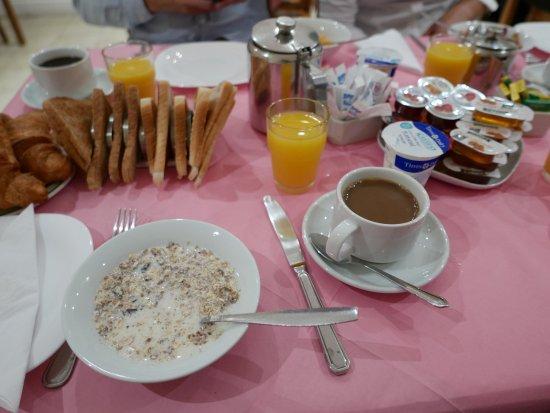Europa House Hotel : 朝食はフルイングリッシュブレックファストではありません。