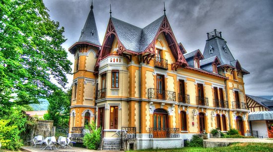 Le Manoir d'Agnes: Exterior HDR photo I took.