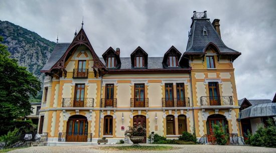 Le Manoir d'Agnes: Exterior photo I took